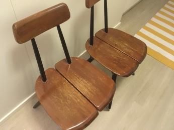 Istuinosien pinta oli pahasti naarmuuntunut vuosien saatossa.